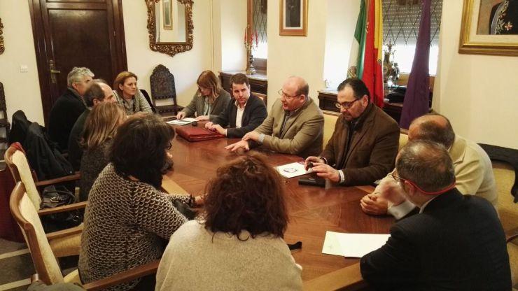 El alcalde explica a la Federación de Asociaciones Vecinales 'Ciudadanos por Jaén' y 'OCO' la situación actual del PGOU