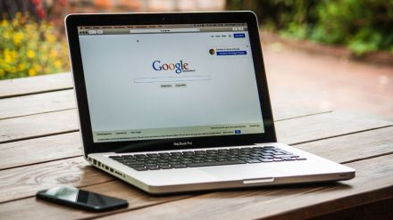 Los datos que regalamos a Facebook, a Google
