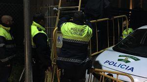 El Ayuntamiento de Jaén informa de la captura por parte de la Policía Local de dos perros peligrosos que atacaron a un menor de edad en la puerta de su casa
