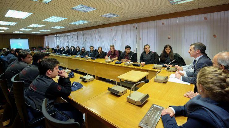 El secretario general de la Presidencia se reúne con un grupo de jóvenes de la Casa de Castilla y León en México