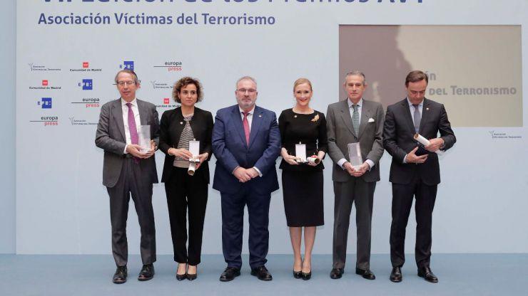 Cifuentes renueva su compromiso con las víctimas del terrorismo