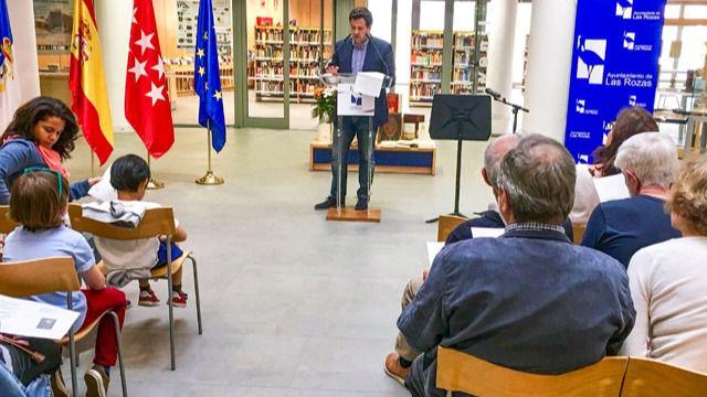 Más de 70 personas entre adultos y niños participaron en la Lectura Pública de El Quijote en la Biblioteca Leon Tolstoi