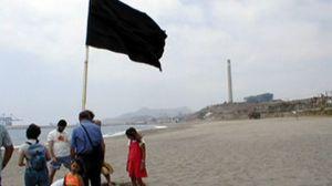 48 playas españolas reciben banderas negras