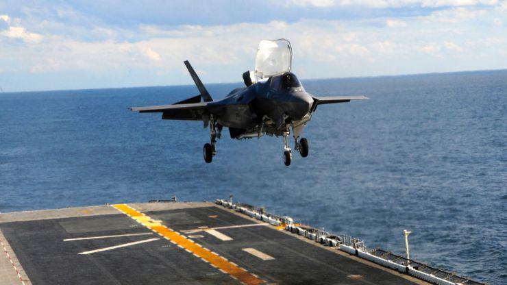 Aviones F-35 contra… barriletes, cometas y globos
