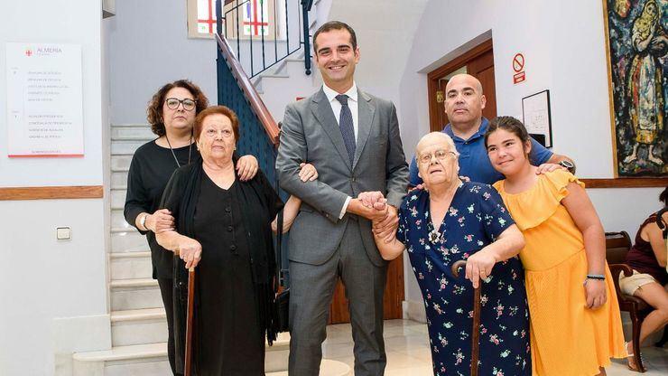 El Ayuntamiento de Almería concede el Escudo de Oro a dos mujeres de El Alquián