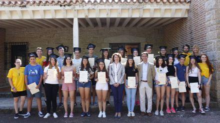 Educación e Iberdrola entregan los diplomas a los 20 a los estudiantes del curso de inmersión lingüística en inglés