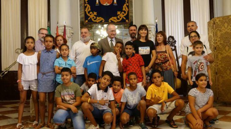 El Ayuntamiento de Malaga recibe a los niños Saharauis que pasan el verano con familias Malagueñas