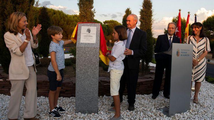 Una glorieta y un parque infantil en Monteclaro recordarán a la cooperante pozuelera Lorena Enebral