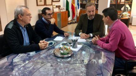 Ayuntamiento de Huelva y CCOO abordan el objetivo de reforzar el control de las obras de la ciudad que implican la manipulación de amianto