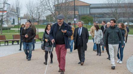 El parque Adolfo Suárez de Majadahonda, primero de España accesible para personas con discapacidad visual