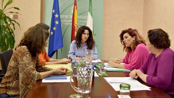 Andalucía extiende las ayudas a familias numerosas a las familias monoparentales con dos o más hijos