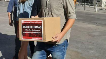 660.000 firmas para que los diputados no cobren 'por no hacer nada en cuatro meses'