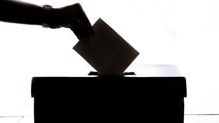 En Ávila, con el 100%, PP es la primera fuerza, PSOE la segunda y entra Vox, todos con un diputado