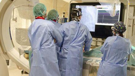 El Hospital Gregorio Marañón realiza el primer doble implante valvular con catéter en España