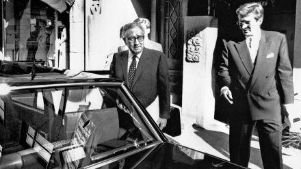 ¿Regresa Kissinger?