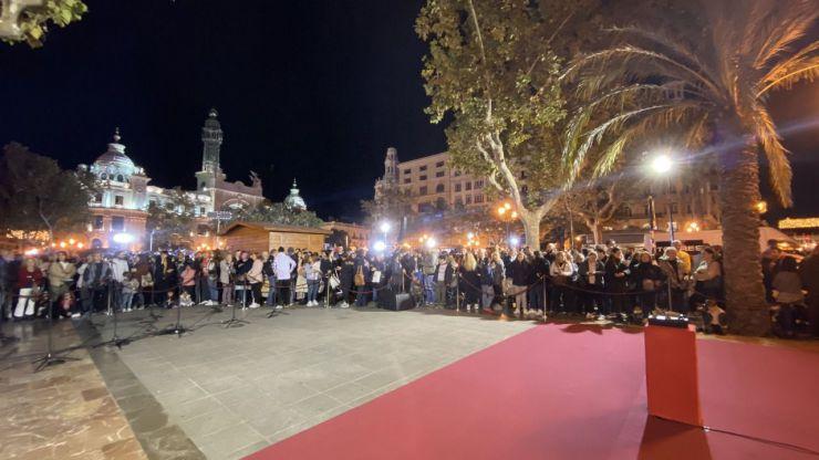 València ya luce su tradicional decoración navideña