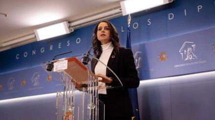 Arrimadas pide a Sánchez que 'abandone el acuerdo con Podemos y las negociaciones con los nacionalistas'