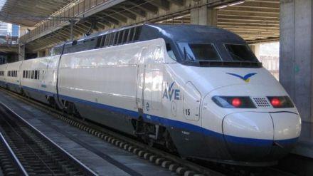 """Maroto asegura que el Gobierno """"tratará de encajar"""" la demanda del AVE a Barajas"""