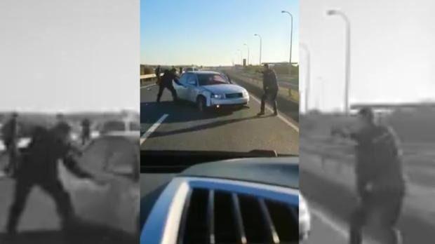 Embiste a un coche-patrulla tras darse a la fuga