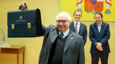 Castells se declara 'constitucionalista' y promete transparencia sobre lo que se hable con Torra