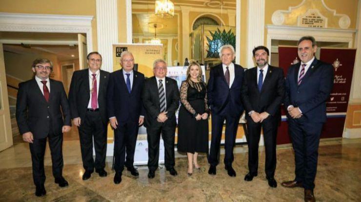 El alcalde y la vicealcaldesa de Alicante asisten al Pregón de Semana Santa 2020