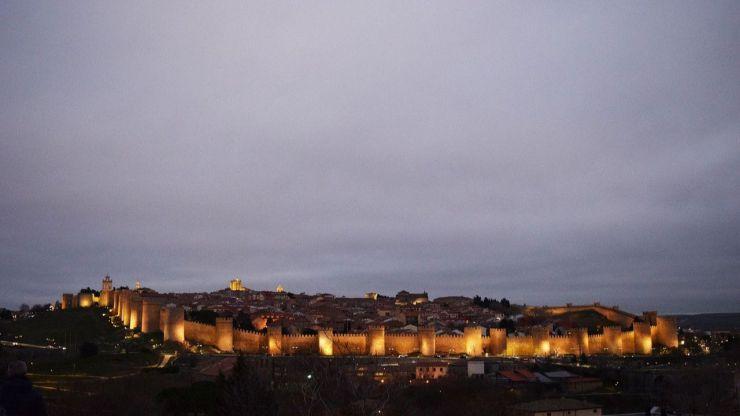 Ayuntamiento de Ávila suspende la iluminación ornamental de la ciudad