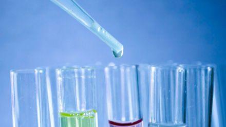 Sanidad autoriza ensayos clínicos con una nueva molécula en los que participarán ocho hospitales
