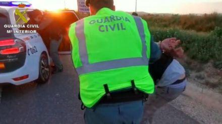 Tres detenidos en un control de Barcelona con un coche robado y un hacha de grandes dimensiones