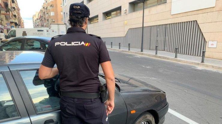 Detenida una joven en Valencia por agredir a su pareja en pleno confinamiento