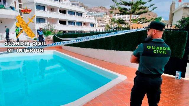 La Guardia Civil desmantela una fiesta en una piscina comunitaria en Gran Canaria