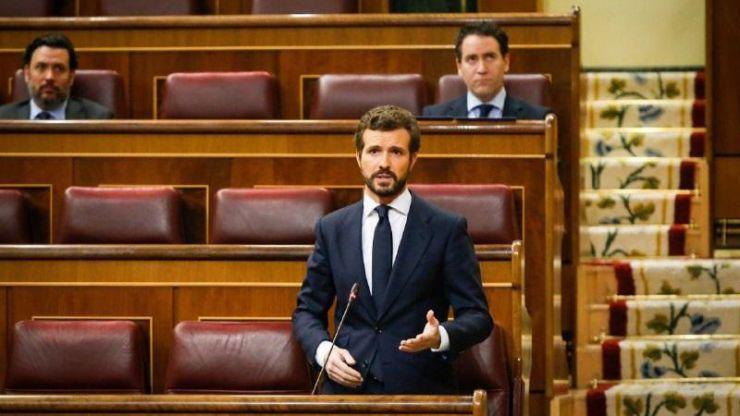 Casado cree que a Sánchez 'sólo le importa el poder' y le pide que 'no venda su teatro de guiñoles'