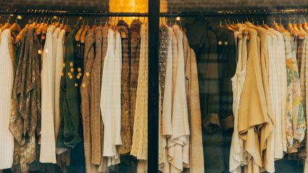 Las tiendas podrían prohibir probarse la ropa para evitar contagios