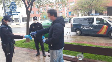 Sancionado por sacar a pasear a sus peces en Logroño