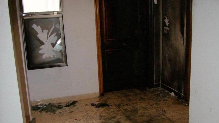 Prende fuego al domicilio de su expareja e hijo cuando estaban dentro