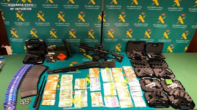 Detenidos por adquirir armas con documentos falsificados de las Fuerzas Armadas