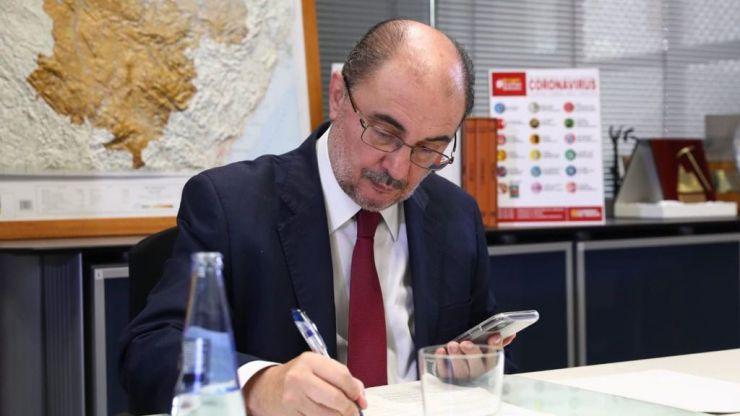 Javier Lambán, primer socialista que se vuelve en contra de las consignas del Gobierno