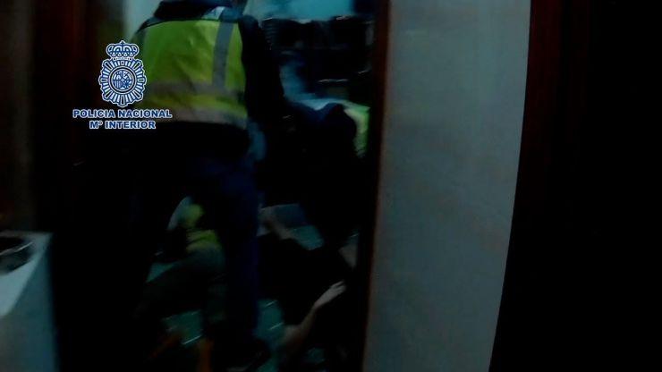 La Policía detiene a cinco miembros de un grupo dedicado al tráfico ilícito de personas