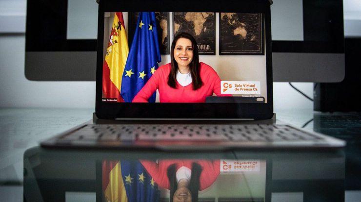 Inés Arrimadas: 'Somos críticos con las decisiones improvisadas, rectificadas y unilaterales del Gobierno'