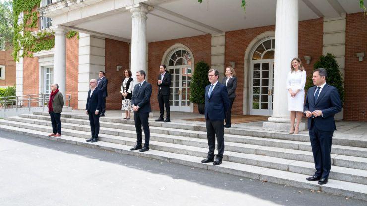 Sánchez firma con sindicatos y patronal el pacto para prorrogar los ERTE
