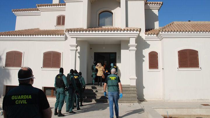 Caen varias organizaciones dedicadas al apoyo de 'narcolanchas' y al contrabando de tabaco en Campo de Gibraltar