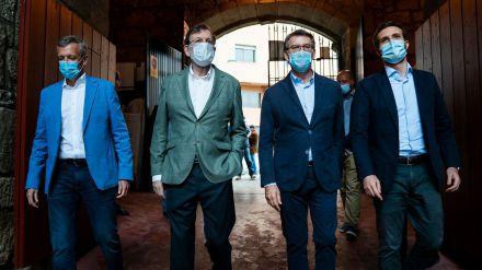 Rajoy resurge de sus cenizas para arropar a Casado y a Feijóo