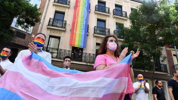 Igualdad crea el Consejo de Participación de las Personas LGTBI en plena 'guerra' feminista