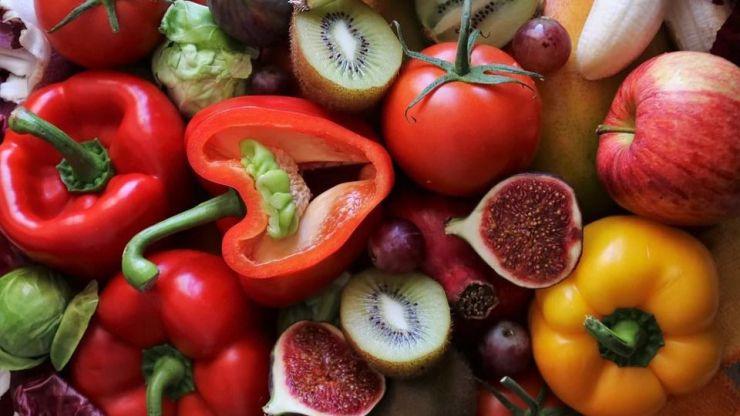 La uva de mesa, el pimiento y la manzana... ¿Las frutas y verduras más tóxicas?