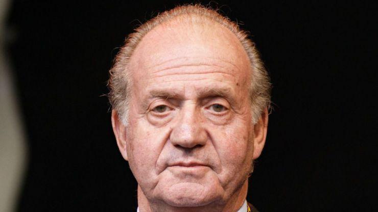 La presión mediática y los continuos escándalos empujan a Juan Carlos I a abandonar España