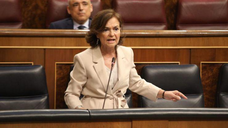 Calvo se planta ante los ataques de Podemos: Juan Carlos I