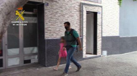 Detenido en España con su hija cuya desaparición fue denunciada por su madre en Suecia