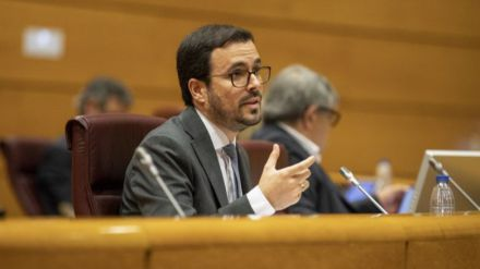 Garzón defiende 'reformas institucionales' para que la Monarquía deje de estar 'blindada y por encima del resto'