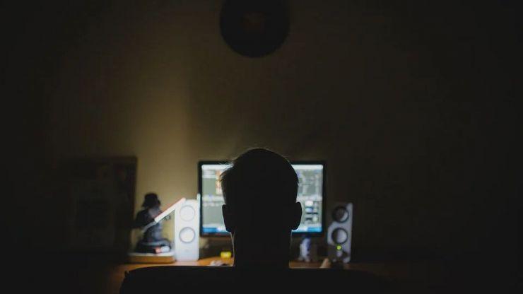 Cuatro falsos sicarios extorsionan a usuarios de una web de contactos eróticos