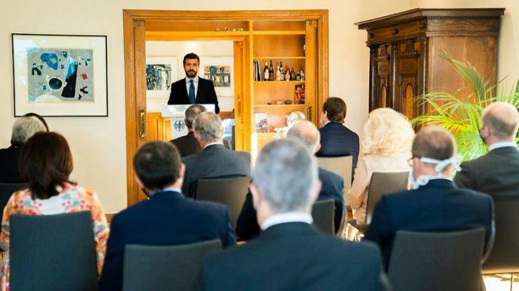 IU denuncia la 'agenda de acoso y derribo al Gobierno' de Casado también en Europa