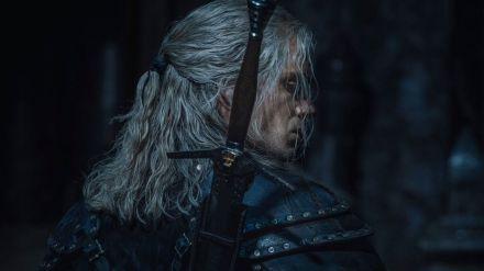 Henry Cavill nos pone los dientes largos al publicar nuevas imágenes como 'Geralt de Rivia'